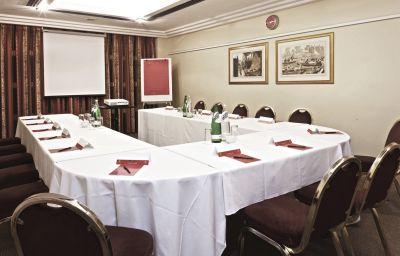 Copthorne_Hotel_Slough_Windsor-Slough-Suite-9-29433.jpg