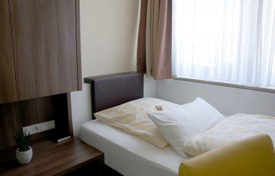 Kastanienhof-Lauingen-Single_room_standard-1-31326.jpg