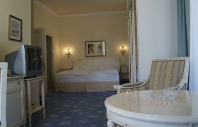 Victoria-Montreux-Superior_room-1-33474.jpg