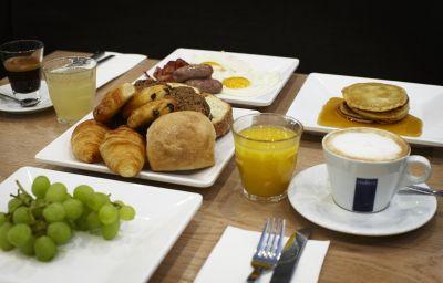 Breakfast room Hotel Piet Hein