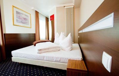 Tourist-Frankfurt_am_Main-Double_room_standard-11-35365.jpg