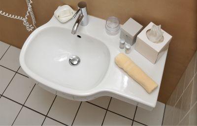 City_Hotel_Am_Wasserturm-Halle-Bathroom-2-36554.jpg