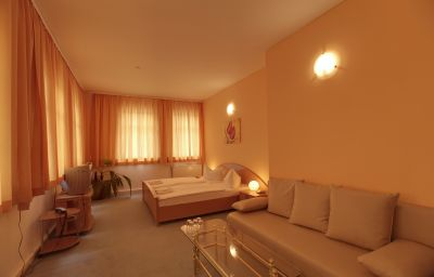 Kubrat_An_der_Spree-Berlin-Family_room-2-36727.jpg