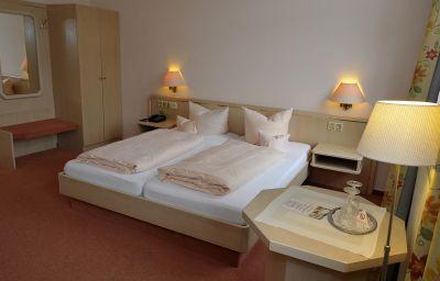 Parkhotel-Bad_Bertrich-Doppelzimmer_Standard-2-37038.jpg