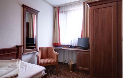 Kranich_Garni-Potsdam-Room-10-37430.jpg