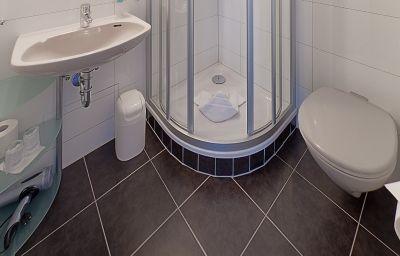 Top_Hotel_Kraemer_Komfort-Zimmer-Coblenz-Bathroom-2-37800.jpg