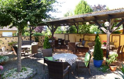 Zum_Schwarzen_Baeren_Weinhaus-Coblenz-Garden-1-38395.jpg