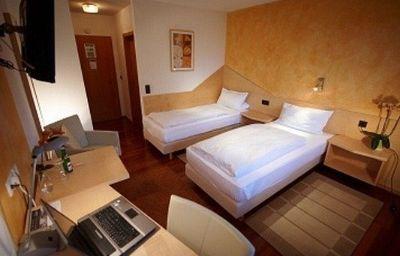 Kaiser-Herrenberg-Room-2-40848.jpg