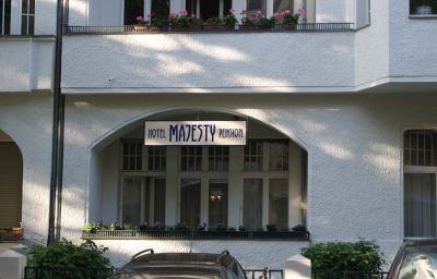 Majesty_Pension-Berlin-Exterior_view-10-42559.jpg