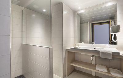 d_Alsace_QUALYS_HOTEL-Strasbourg-Bathroom-1-42636.jpg