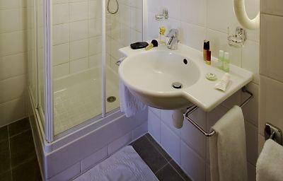 BEST_WESTERN_France_Europe-Paris-Bathroom-1-42806.jpg