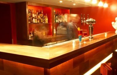 Hendon_Hall-London-Hotel_bar-3-42980.jpg