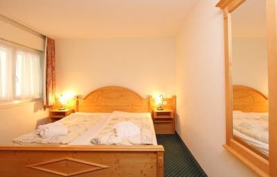 Grichting_-_Badnerhof_Swiss_Quality-Leukerbad-Double_room_standard-2-43460.jpg
