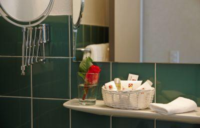 Seeburg-Lucerne-Bathroom-2-43965.jpg