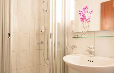 Ambassador-Solothurn-Bathroom-44032.jpg