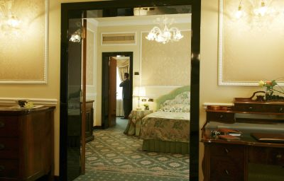 Bernini_Palace-Florence-Suite-2-44409.jpg
