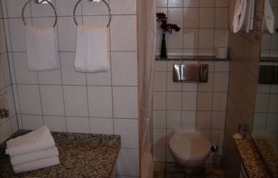 Sport-Hotel-Dortmund-Bathroom-3-46014.jpg