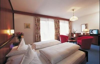 Juliane-Meran-Room-2-50754.jpg