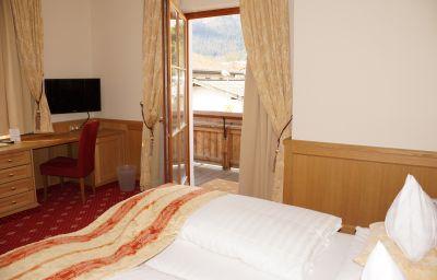 Maria_Theresia-Hall_in_Tirol-Room_with_balcony-51188.jpg
