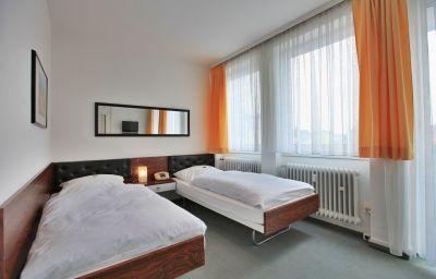 Haus_Roettgen-Koeln-Standardzimmer-7-55991.jpg