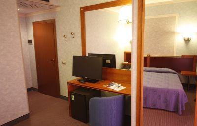 Room with balcony Capo Reamol