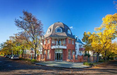 Villa_Voyta-Prague-Exterior_view-3-60078.jpg