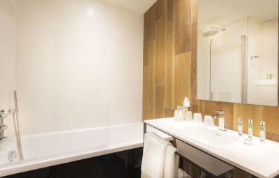 Bagno in camera Quality Hotel Acanthe Boulogne-Billancourt (Île-de-France)