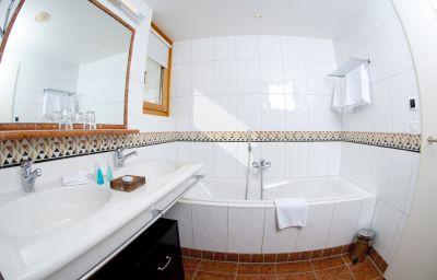 Bathroom Saratz