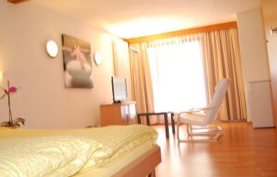 Astoria-Leukerbad-Double_room_standard-63586.jpg