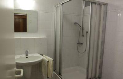 Loewen_Landgasthof-Waldkirch-Bathroom-1-64627.jpg