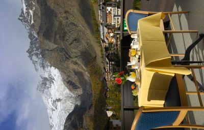Camera con vista sulle montagne Alpin