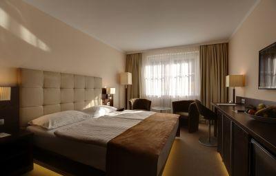 Admiral_am_Kurpark-Baden_bei_Wien-Room-6-65174.jpg