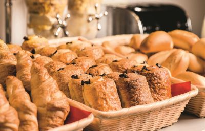 Breakfast buffet Alliance Hotel Paris Porte de St Ouen
