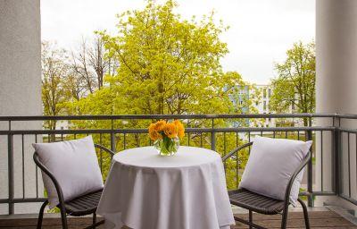 Aparion_Apartment_Berlin-Berlin-Room_with_balcony-70036.jpg