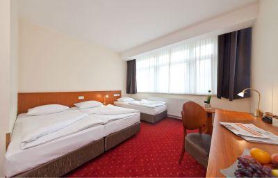 Novum_Business_Belmondo_Hbf_-Hamburg-Triple_room-1-70331.jpg