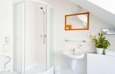Cloister_Inn-Prag-Doppelzimmer_Standard-9-70335.jpg