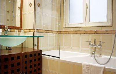 Villa_Pantheon-Paris-Bathroom-3-70577.jpg