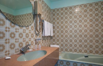 Caravelle-Paris-Bathroom-2-71010.jpg