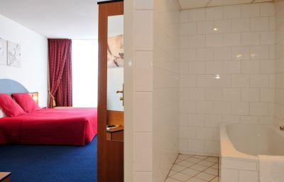 Amrath_Grand_Hotel_Theater_Gooiland-Hilversum-Double_room_standard-4-71423.jpg