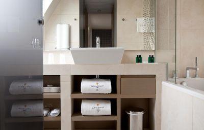 La_Villa_Maillot-Paris-Bathroom-1-71964.jpg