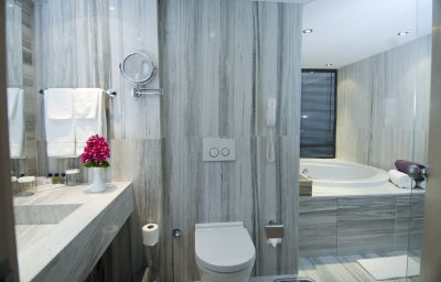Ramada_Resort_Bodrum-Bodrum-Bathroom-72876.jpg