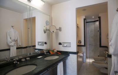 NH_Lecco_Pontevecchio-Lecco-Bathroom-5-73901.jpg