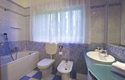 CDH_Hotel_Villa_Ducale-Parma-Bathroom-3-73913.jpg