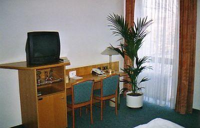Perlach-Munich-Room-2-74969.jpg
