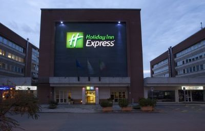Фасад Holiday Inn Express FOLIGNO Foligno (Perugia)