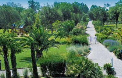 Info Green Park Resort Hotel