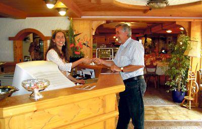 Hoehenblick_AKZENT_Hotel-Muehlhausen-Reception-77953.jpg