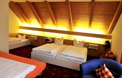 Hoehenblick_AKZENT_Hotel-Muehlhausen-Four-bed_room-77953.jpg