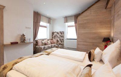 Hotelpension_Nuhnetal-Winterberg-Familienzimmer-5-77976.jpg