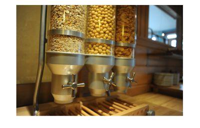Petit-déjeuner buffet Comfort Hotel Kiotel